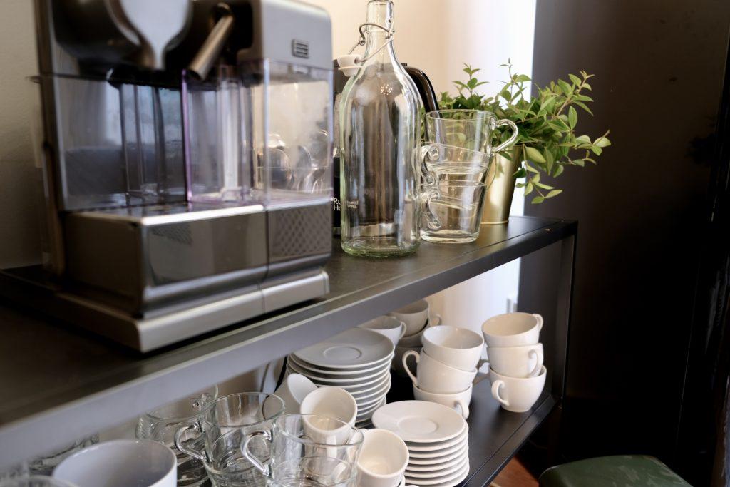 Nespresso koffie en planten in vergaderruimte de salon in den bosch